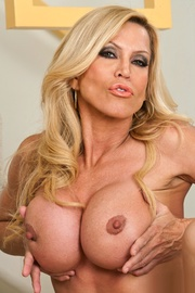 Pornstar Amber Lynn