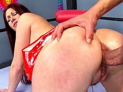 Anal MILF Tiffany Mynx getting her ass fucked doggie
