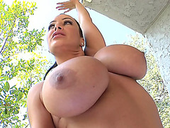 Big boobed MILF Lisa Ann shows off her goods outdoor