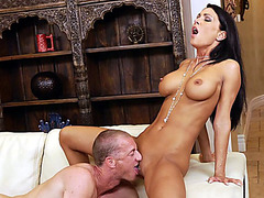 Hot MILF Jessica Jaymes gets her shaved pussy tongued