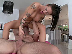Christy Mack impales herself on his shlong and rides reverse cowgirl