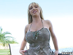 Nikki Benz unleashes her enormous boobs outdoor