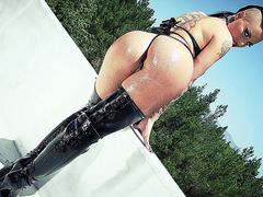 Christy Mack shows off her perfect butt outdoor