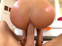Anal lover Juelz Ventura gets her ass hammered