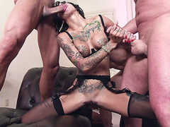 Bonnie Rotten and Veronica Avluv fucking six cocks