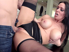 Vanilla DeVille loves to get her trimmed box fucked