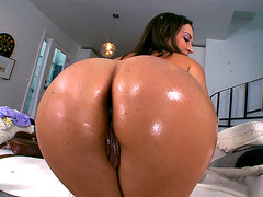 Lily Love shows off her big oiled ass