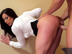 Kendra Lust takes it in the pussy standing up