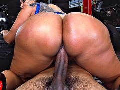 Big ass mom Kiara Mia rode his piston