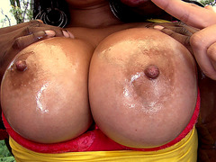 Amateur slut Juliana gets her big breasts oiled