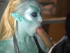 Blue-skinned chick Victoria Summers giving nice head