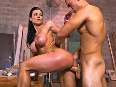 Round-titted MILF Kendra Lust gets fucked standing up