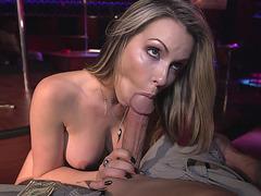 Sexy whore Courtney Cummz sucking wide pole in the club