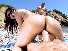 Valentina Nappi fucks that wide prick in POV