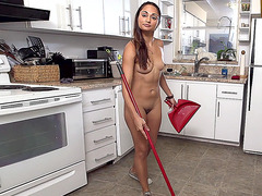 Nude maid Valentina Vixen cleaning the house