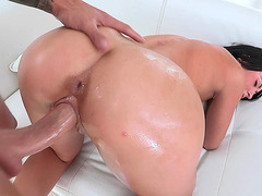 Kelly Diamond took his monstrous dick in her tiny slit