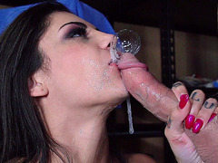 Bonnie Rotten gives Johnny the wettest blowjob in his life