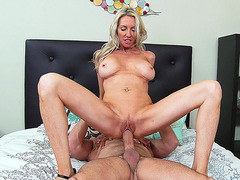 Long-legged mom Emma Starr rode him reverse cowgirl