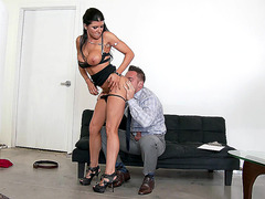 Romi Rain enjoys getting her ass tongued