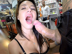 Franceska Jaimes sucked large dick in the sex shop