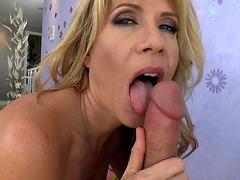 Desi Dalton loves to give wet blowjob