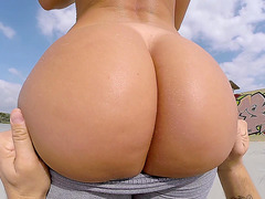 Franceska Jaimes has an enormous butt that barely fits the screen