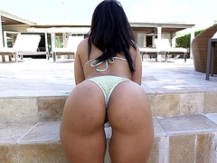 Ava Sanchez showing off her big natural butt