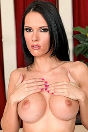 Pornstar Jennifer Dark